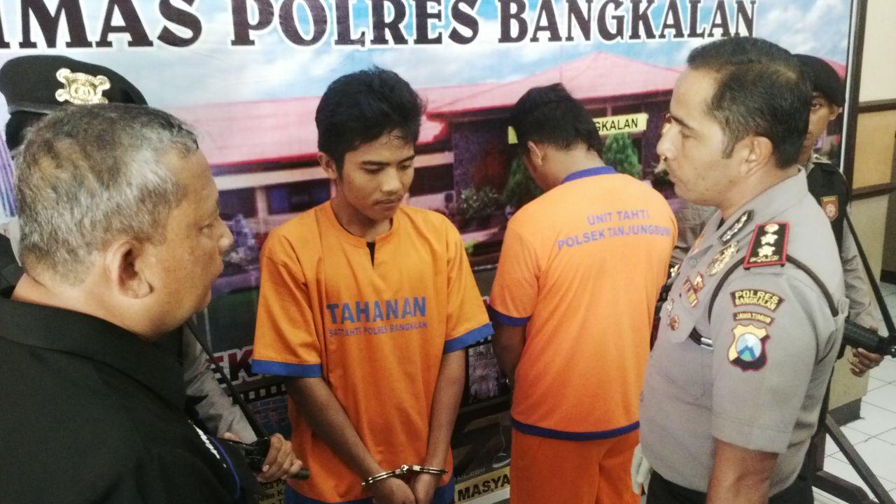Kapolres Bangkalan AKBP Anissullah M Ridha saat mengiterogasi pelaku pembunuhan di Geger