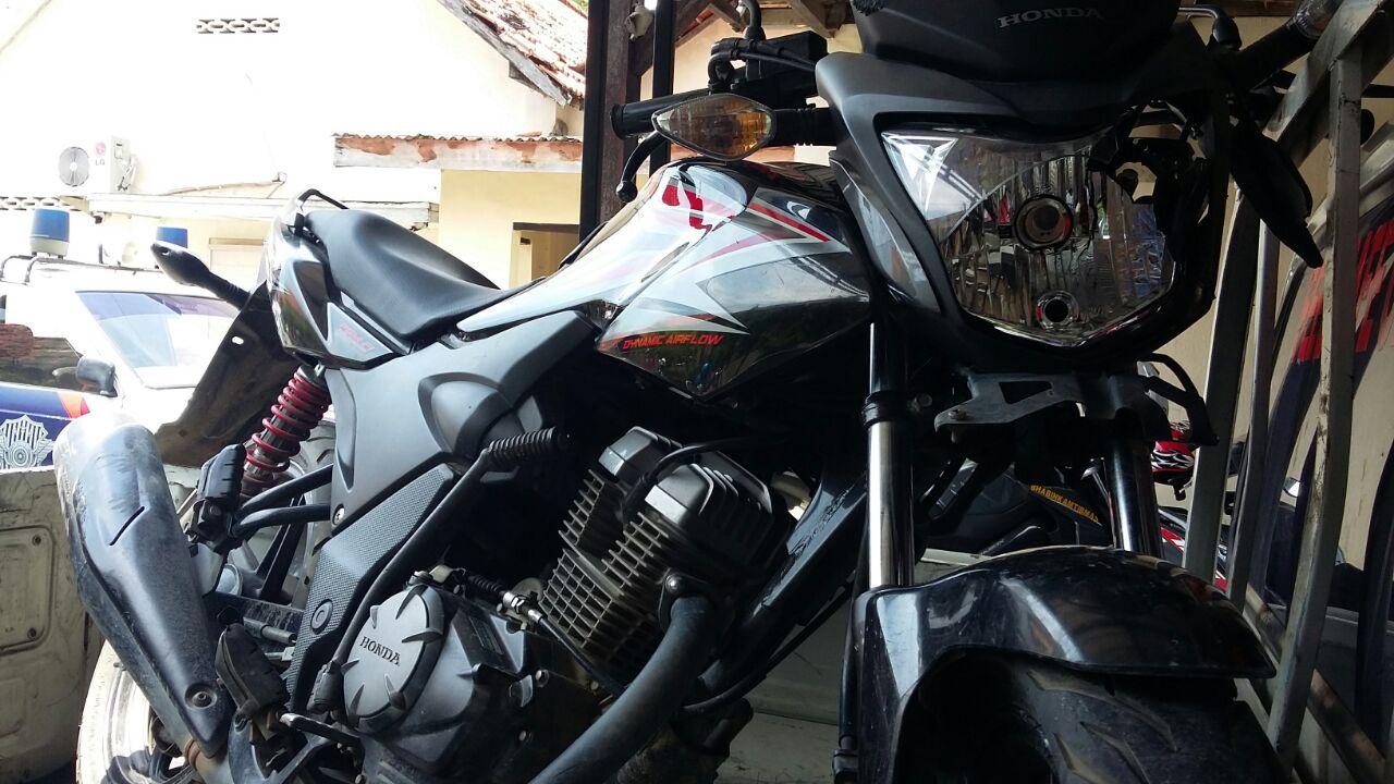 Sepeda Motor milik polisi yang kecelakaan