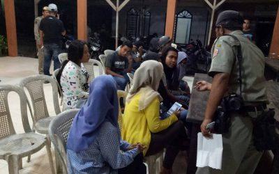 Sejumlah pasangan yang terjaring operasi pekat di Pelabuhan Kamal