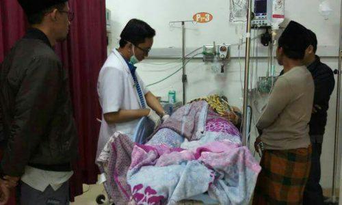 Korban pembacokan mendapat perawatan di RSUD Syamrabu Bangkalan.